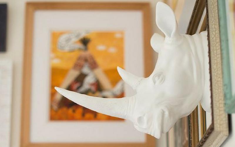 Fake animal head na decoração