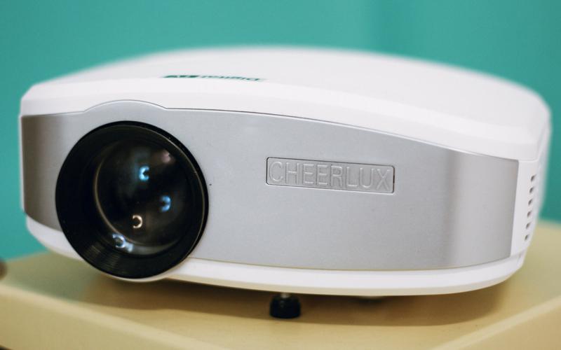 CAOS ARRUMADO - Mini Projetor LED (Cheerlux).